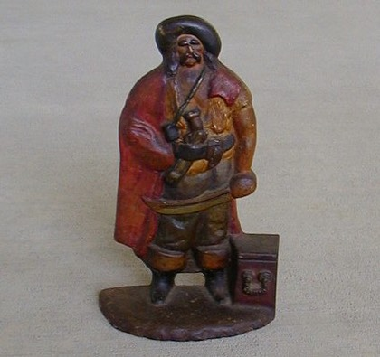 Pirate and Chest.JPG (29621 bytes)